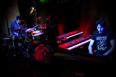 Antony Soler à la batterie et Sébastien Lalisse aux claviers
